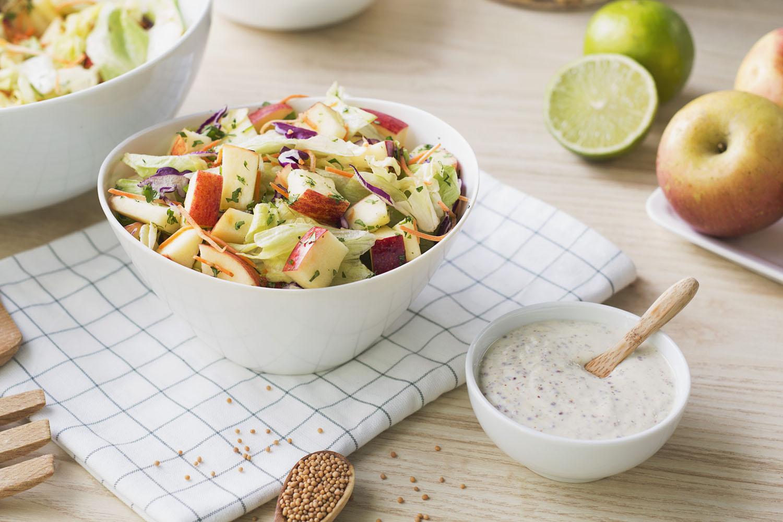 Cómo hacer una receta de Ensalada cuatro estaciones de manzana