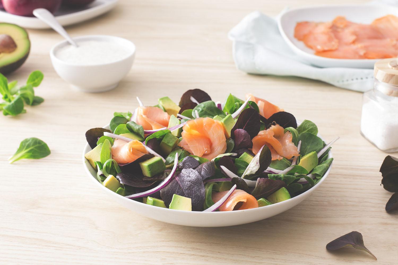 Cómo hacer una receta de Ensalada de salmón y aguacate