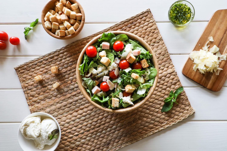 Cómo hacer una receta de Ensalada italiana