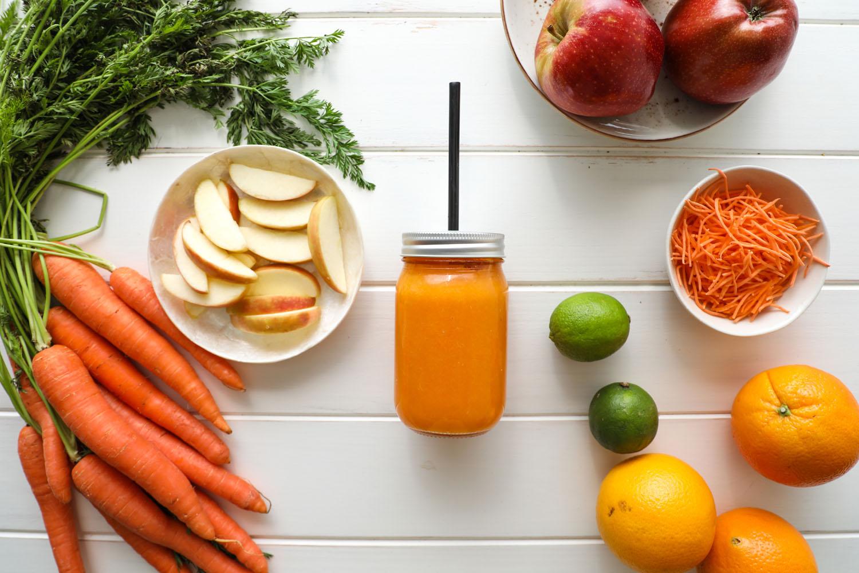 Cómo hacer una receta de Smoothie de manzana y zanahoria