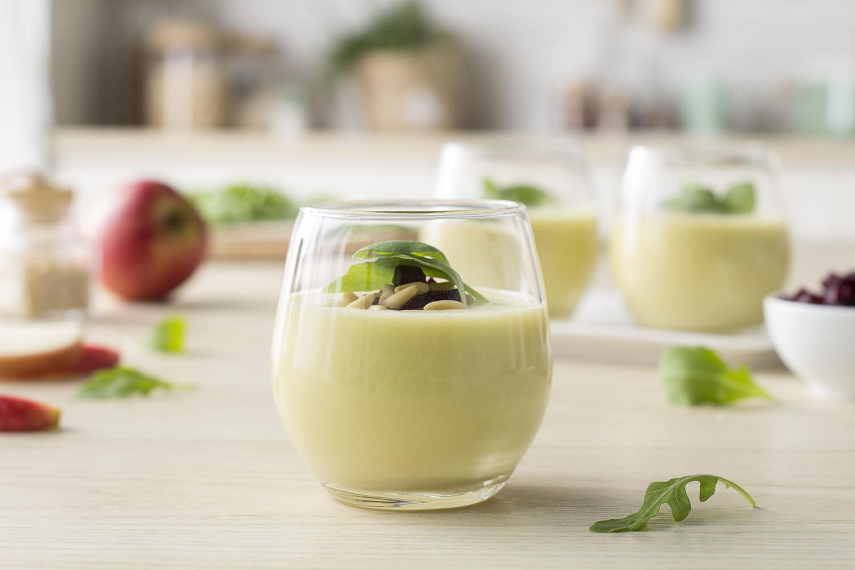 Cómo hacer una receta de Sopa fría de manzana y rúcula
