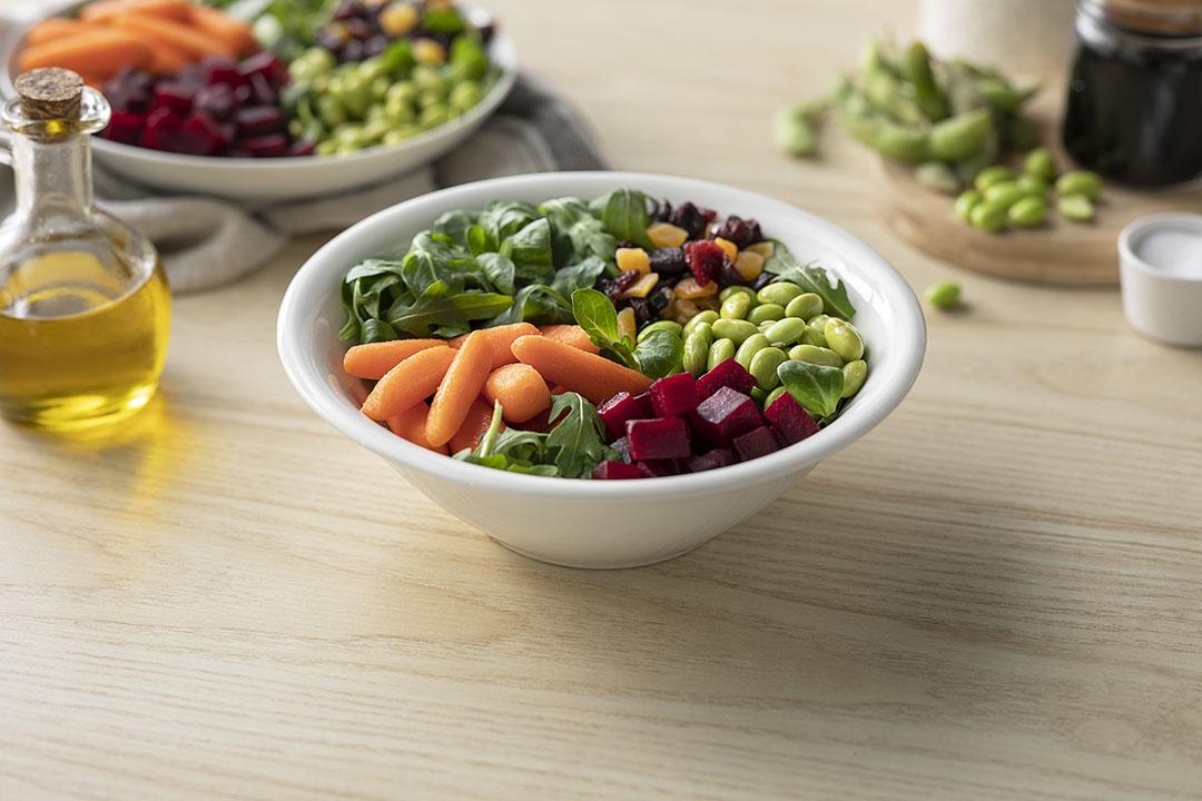 Cómo hacer una receta de Bol de ensalada, edamame y zanahoria