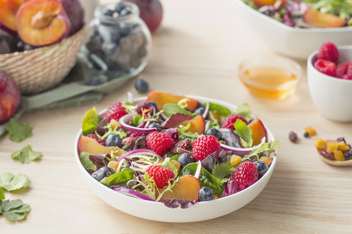 Cómo hacer una receta de Ensalada de frutos rojos