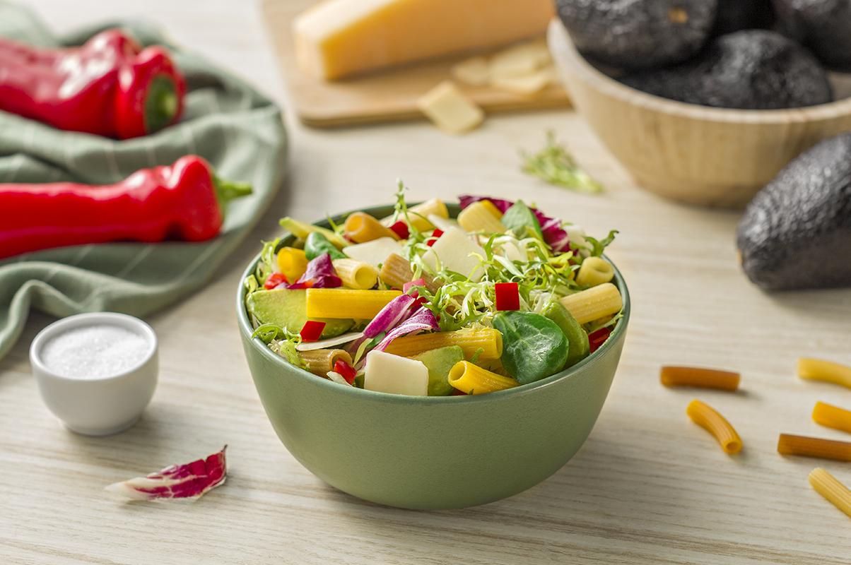 Cómo hacer ensalada de pasta integral con hierbas aromáticas