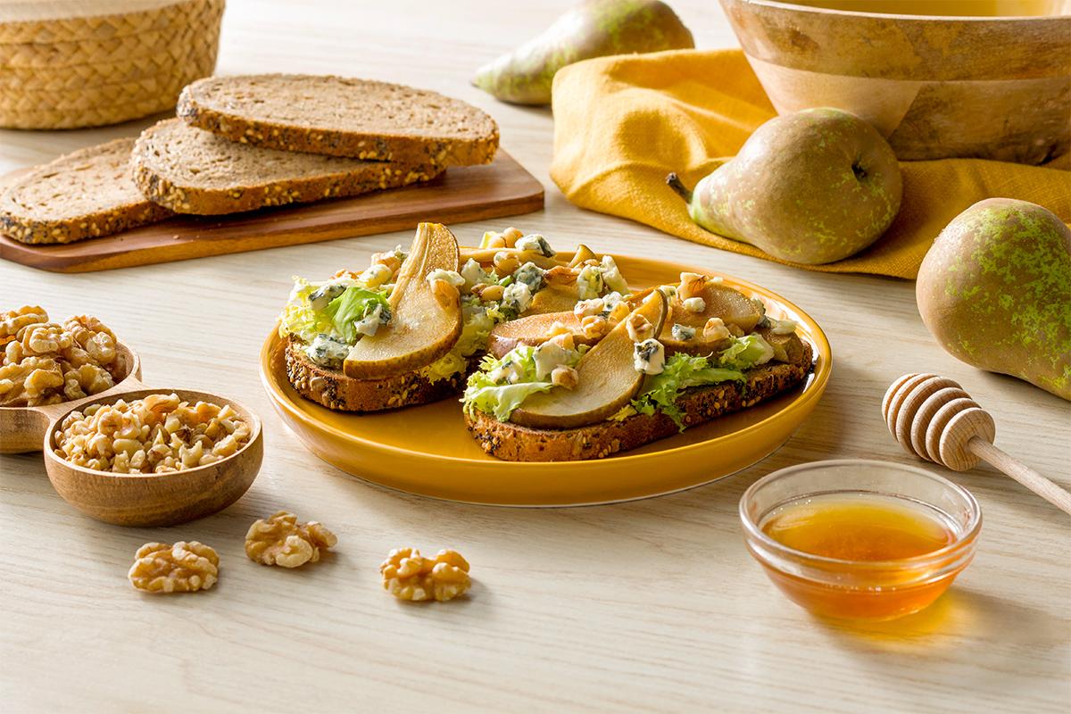 Florette - Receta - Tostas de pera, queso azul y escarola